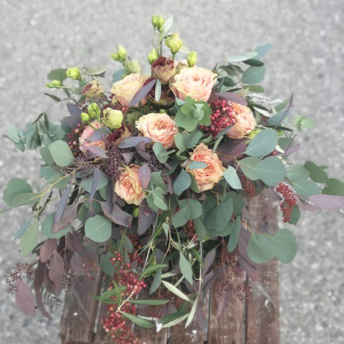 Eukalyptus und Rosen in Harmonie