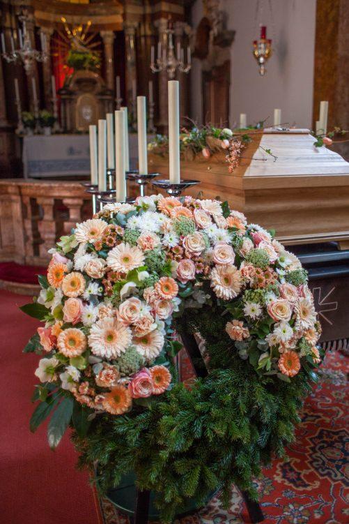 Trauerkranz Blütenpracht
